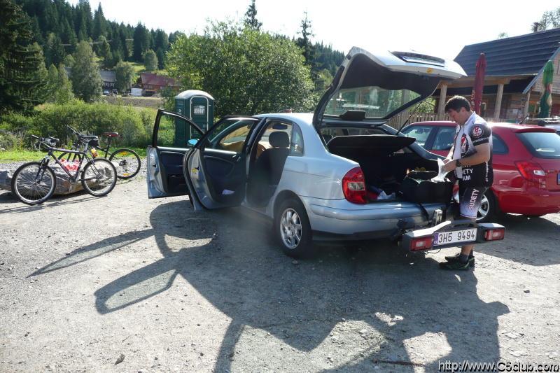 Ráno na Modravě, chystáme se k prvním km.